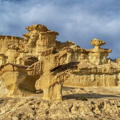 Geologia Estrutural das Formações Ferríferas Bandadas e suas Encaixantes, com Aplicação na Pesquisa Mineral e na Geotecnia Um exemplo a partir do Quadrilátero Ferrífero